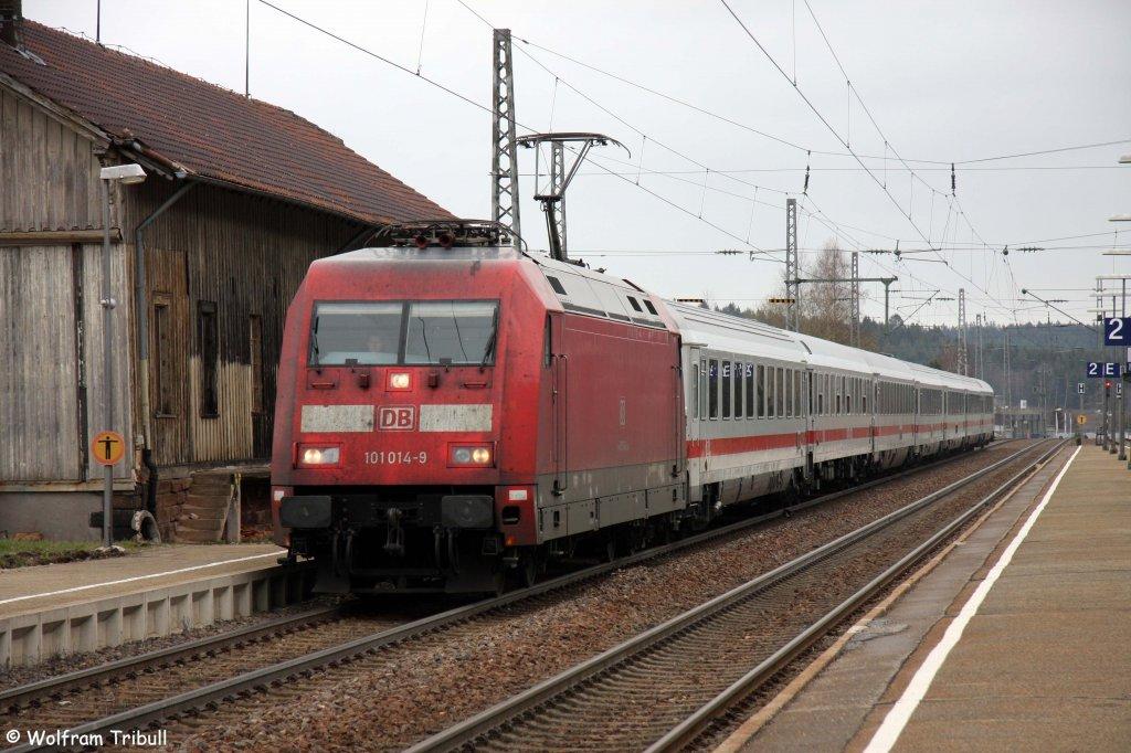 101 014-9 mit dem IC 2270  Schwarzwald  von Konstanz nach Greifswald aufgenommen am 09.04.2012 im Bahnhof St. Georgen (Schwarzwald)