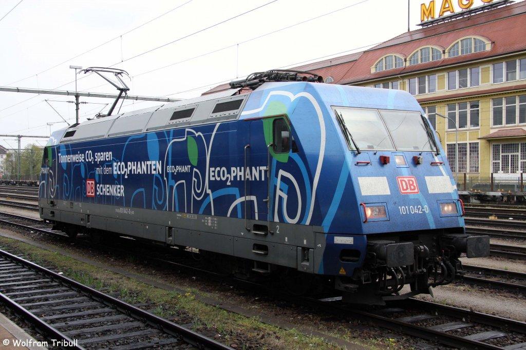 101 042-0  Ecophant  am 09.04.2012 abgestellt im Bahnhof Singen