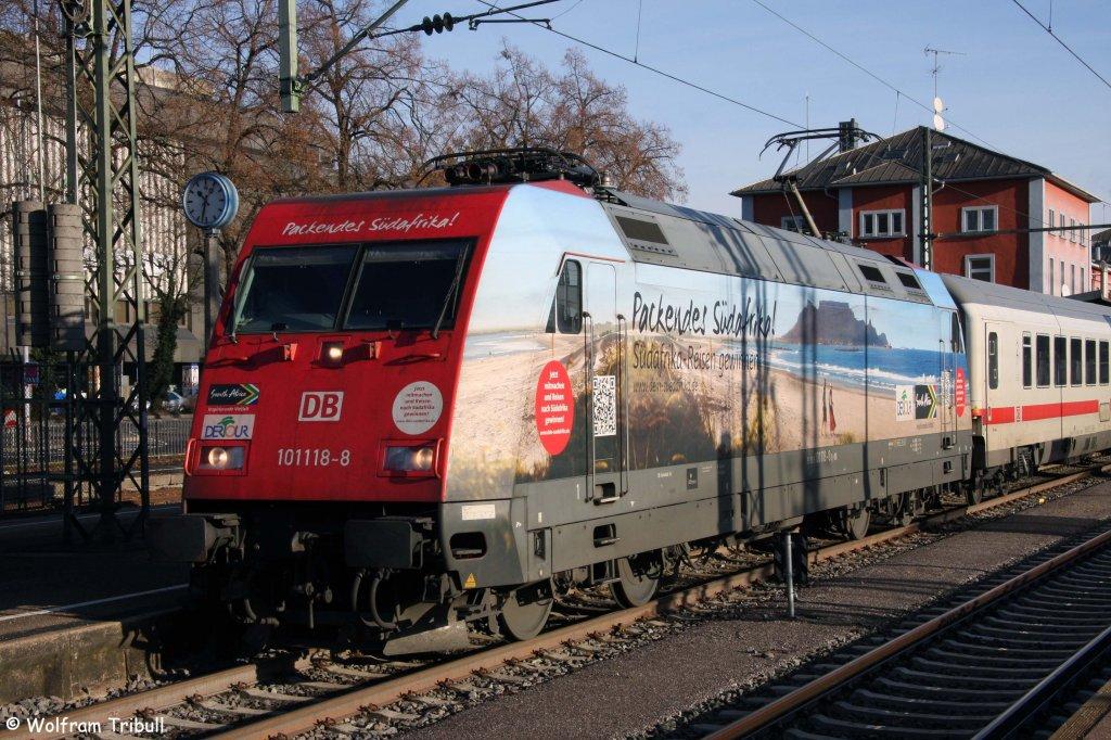 101 118-8 als IC 2370  Schwarzwald  von Konstanz nach Hannover Hbf im Bahnhof Singen aufgenommen am 24.12.2012