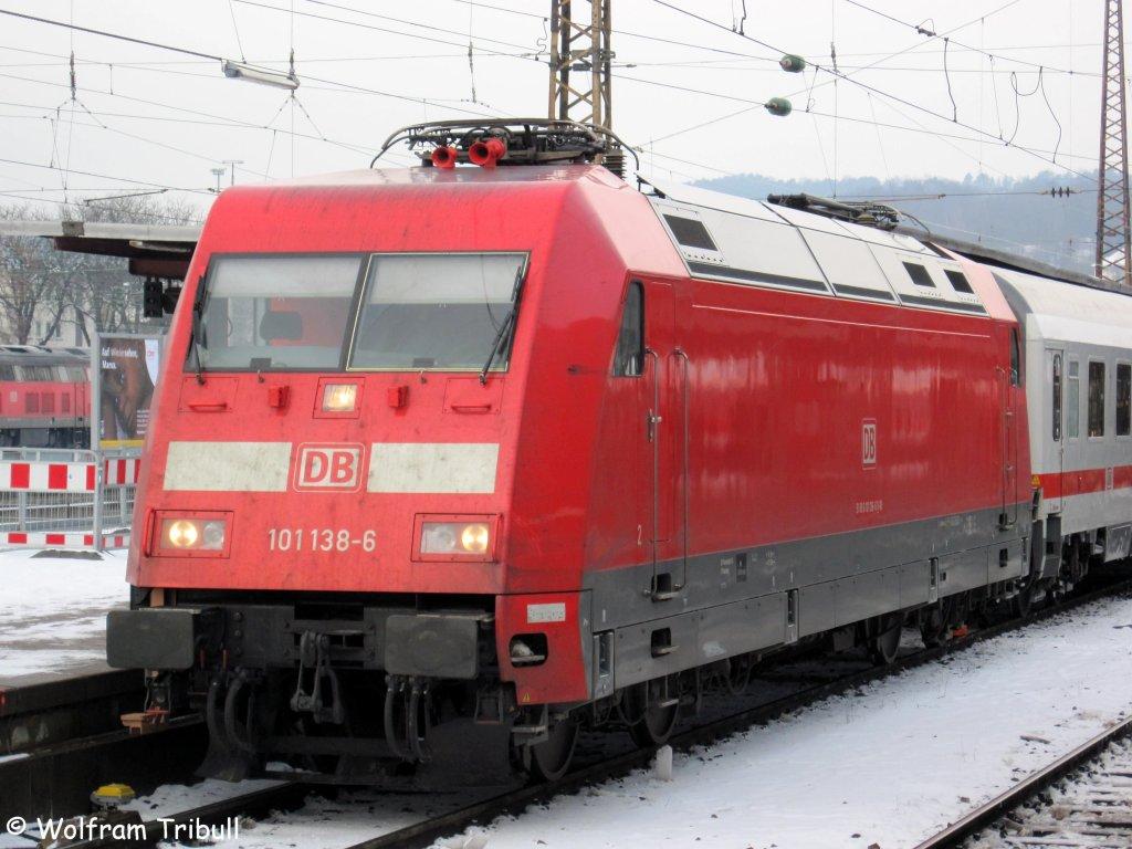 101 138-6 als IC 119 nach Innsbruck Hbf (Österreich) im Ulmer Hbf aufgenommen am 21.12.2009