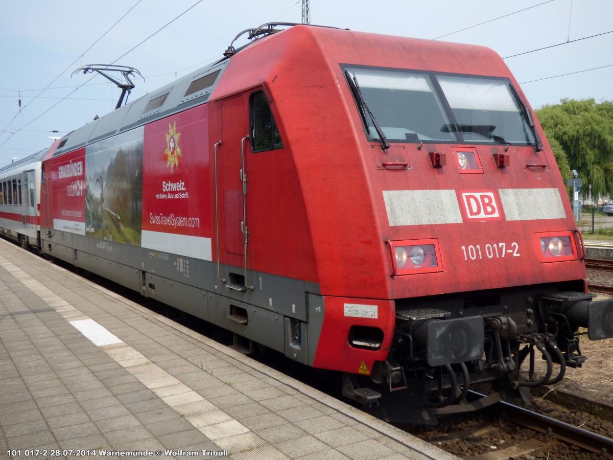 101 017-2 aufgenommen am 28.07.2014 im Bahnhof Warnemünde