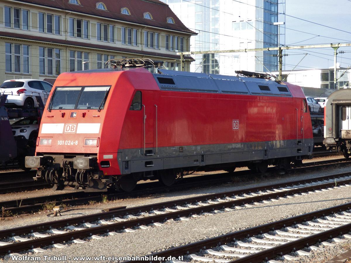 101 024-8 aufgenommen am 03.06.2017 im Bahnhof Singen (Hohentwiel)