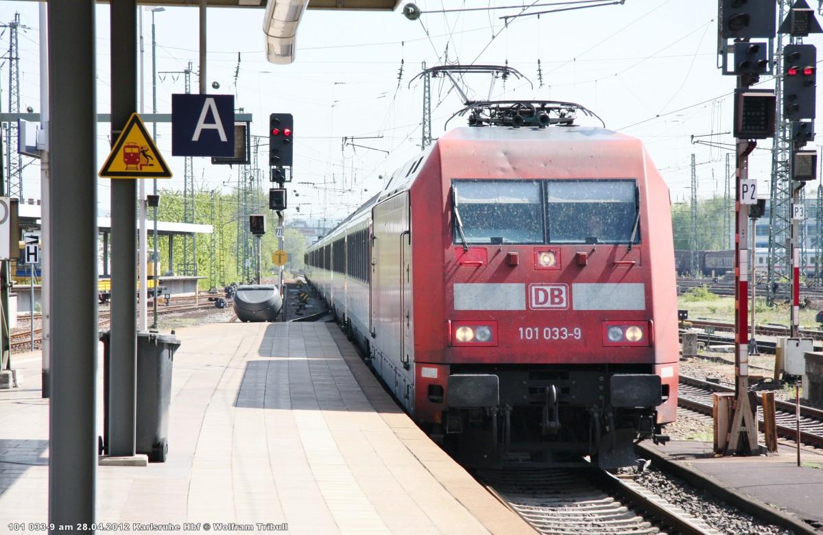 101 033-9 mit dem EC 7 von Dortmund Hbf nach Interlaken Ost aufgenommen bei der Ausfahrt aus dem Hauptbahnhof Karlsruhe am 28.04.2012