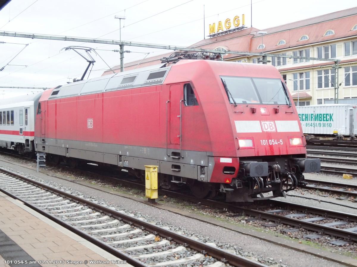 101 054-5 aufgenommen am 03.11.2013 im Bahnhof Singen (Hohentwiel)