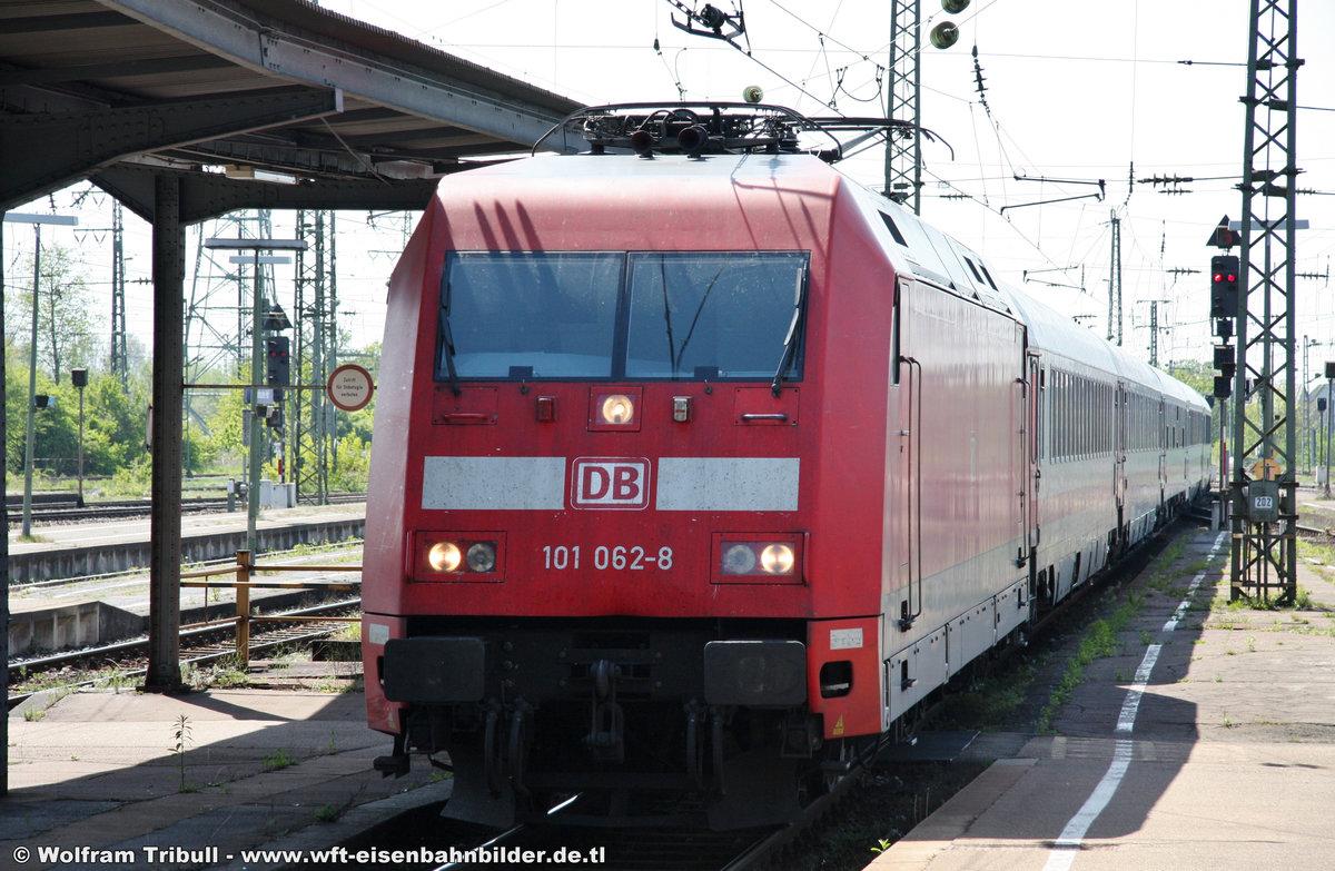 101 062-6 aufgenommen am 28.04.2012 in Karlsruhe Hbf