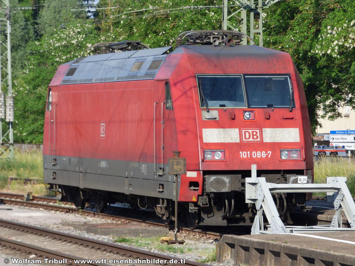 101 086-7 aufgenommen am 03.06.2017 im Bahnhof Singen (Hohentwiel)