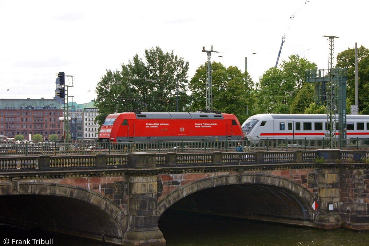 101 108-9 bei der überfahrt der Lombardsbrücke in Hamburg aufgenommen am 24.07.10