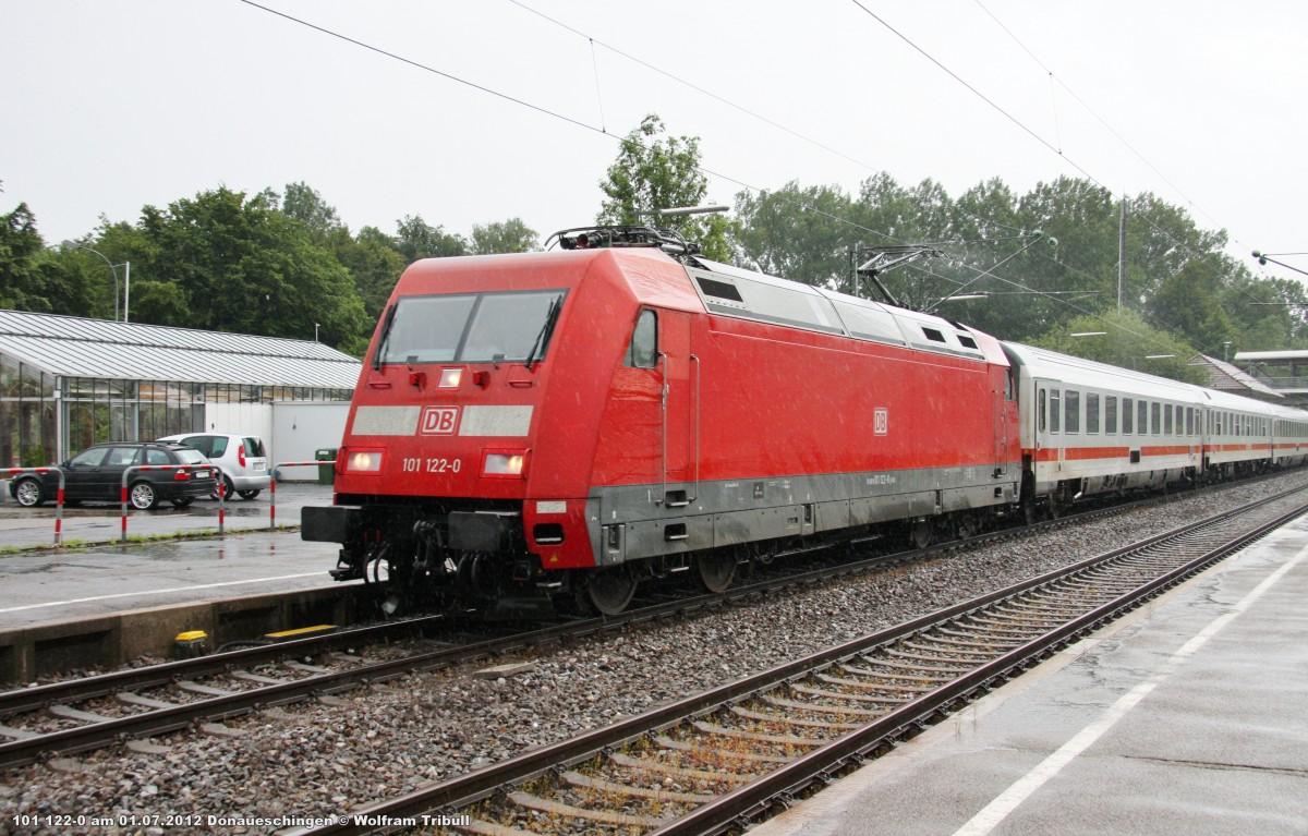 101 122-0 mit dem IC 2270  Schwarzwald  von Konstanz nach Greifswald aufgenommen im Bahnhof Donaueschingen am 01.07.2012